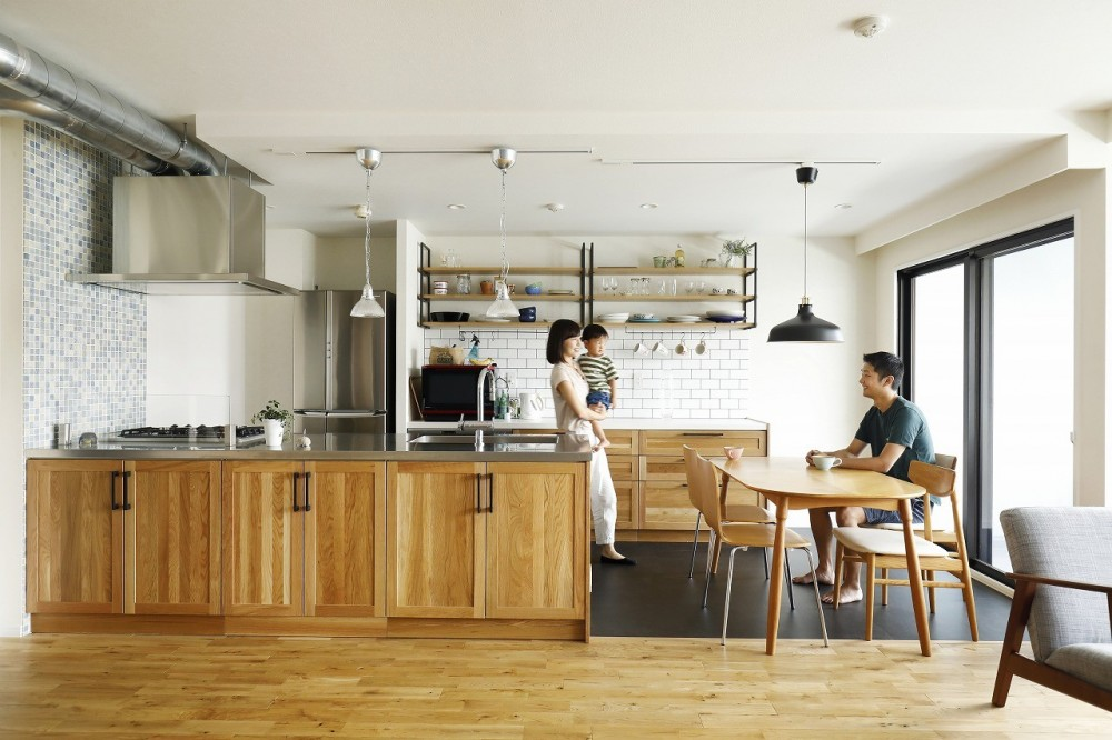 北欧インテリアのカフェハウス (リビングダイニング)