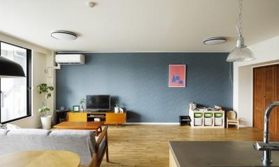 北欧インテリアのカフェハウス (リビング)