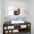 北欧インテリアのカフェハウスの写真 洗面室