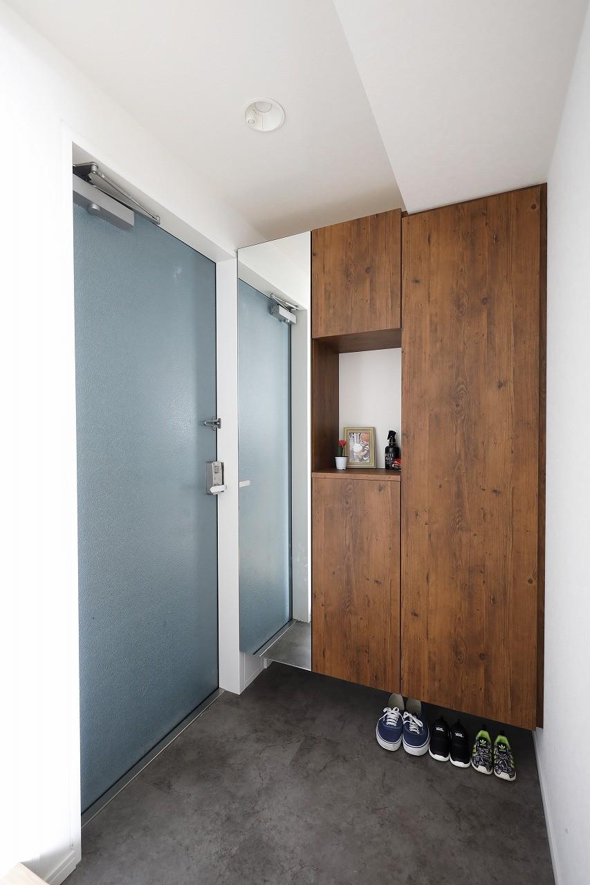 玄関事例:玄関(北欧インテリアのカフェハウス)