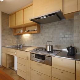 中古マンションのリノベーション~木の温もりのあるオーダーキッチンとオーダー家具~