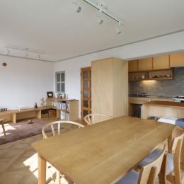 中古マンションのリノベーション~木の温もりのあるオーダーキッチンとオーダー家具~ (LDK)