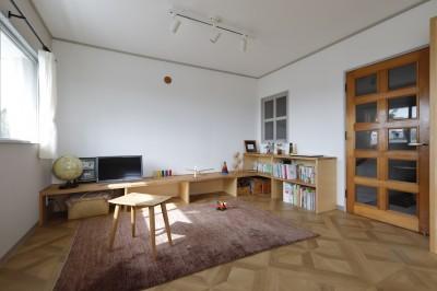 リビング (中古マンションのリノベーション~木の温もりのあるオーダーキッチンとオーダー家具~)