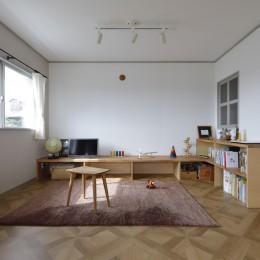 中古マンションのリノベーション~木の温もりのあるオーダーキッチンとオーダー家具~ (リビング)