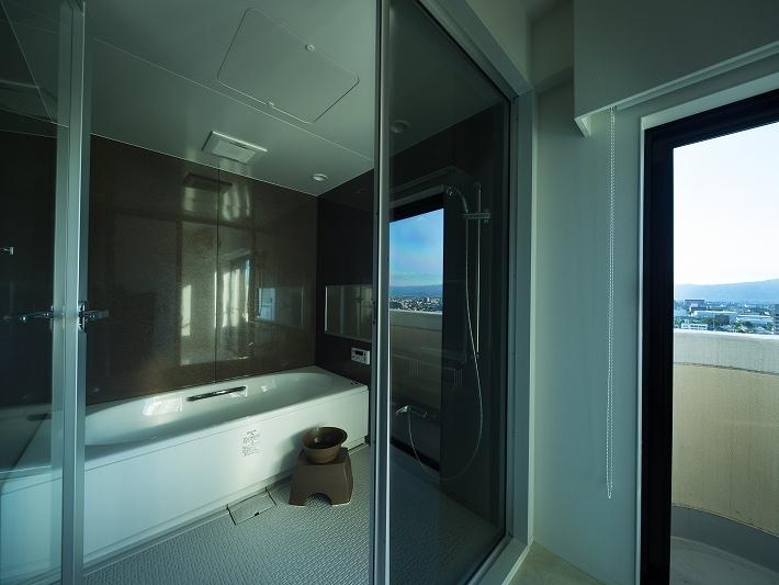 明るくて高級感溢れるラグジュアリーな空間(リノベーション)の部屋 バス1