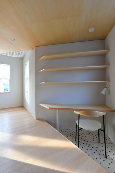 三角形の書斎 (幾何学模様に出会えるまちの家)