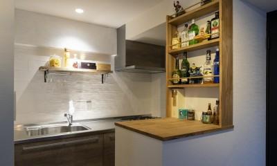Carpenter's house (見せる収納がついたキッチンカウンター&キッチン)