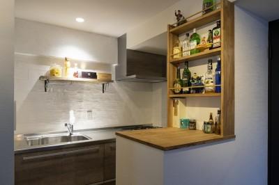 見せる収納がついたキッチンカウンター&キッチン (Carpenter's house)