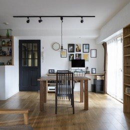 Carpenter's house (造作の家具が並ぶリビングダイニング)