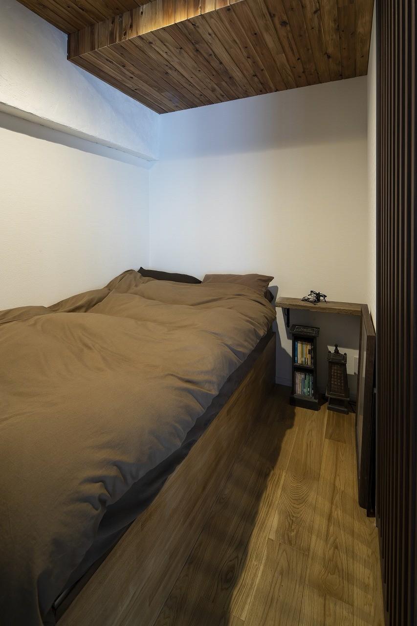 Carpenter's house (造作のベッドが置かれた寝室)