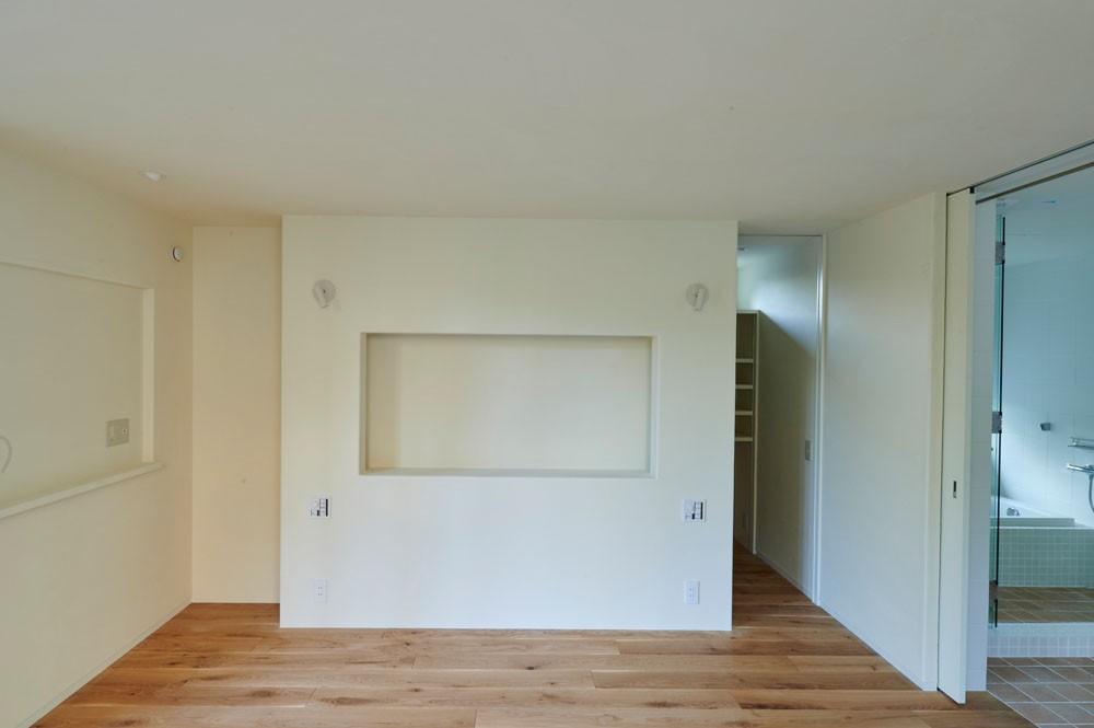 登り庭の家/徒歩15秒の山荘 (ベッドルーム/漆喰のヘッドボード)