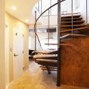 I様邸_昭和時代の喫茶店のようないえの写真 階段