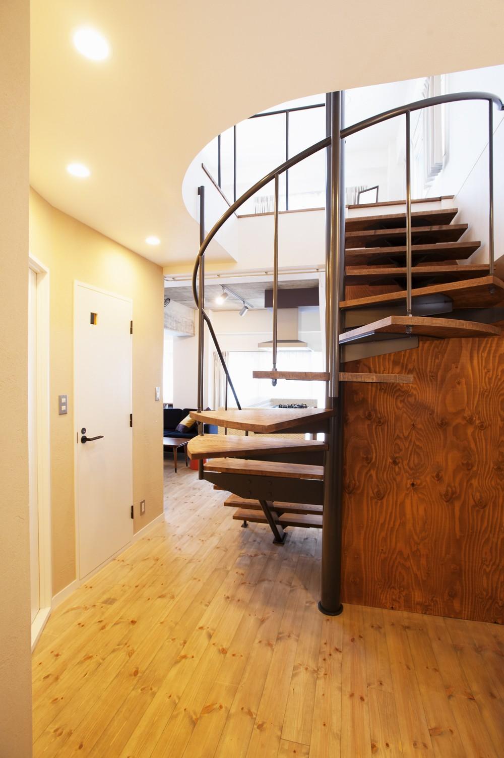 その他事例:階段(I様邸_昭和時代の喫茶店のようないえ)