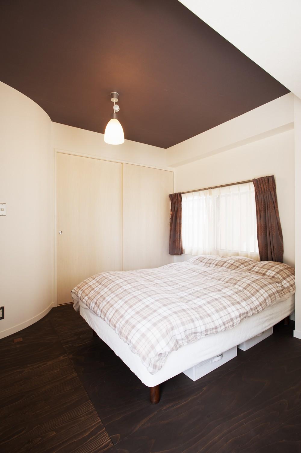 ベッドルーム事例:寝室(I様邸_昭和時代の喫茶店のようないえ)