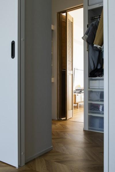 """リビングと寝室を繋げるWTC (""""好き""""を並べてすっきり暮らす)"""