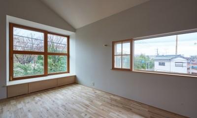 木々と木の窓の家 (景色の窓・採光の窓)