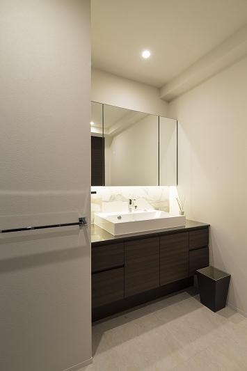 明るくて高級感溢れるラグジュアリーな空間(リノベーション)の部屋 バス2