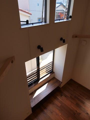 18坪の敷地にたつ収納たっぷりのコンパクトな家 (リビング)