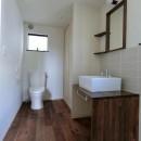 18坪の敷地にたつ収納たっぷりのコンパクトな家の写真 洗面スペース