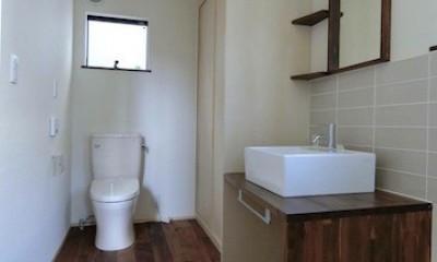 18坪の敷地にたつ収納たっぷりのコンパクトな家 (洗面スペース)