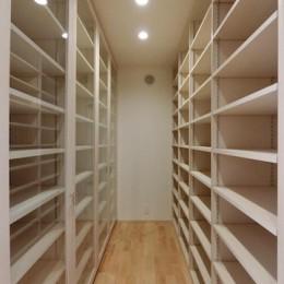 18坪の敷地にたつ収納たっぷりのコンパクトな家 (書庫)