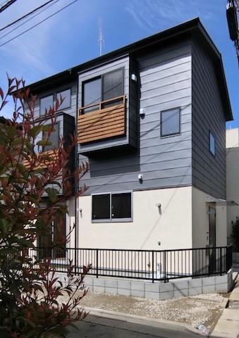 18坪の敷地にたつ収納たっぷりのコンパクトな家 (外観)