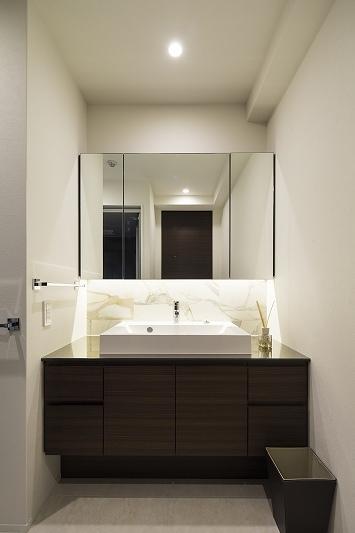 明るくて高級感溢れるラグジュアリーな空間(リノベーション)の部屋 バス3