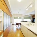 モダンでくつろぎのあるデザインの写真 キッチン