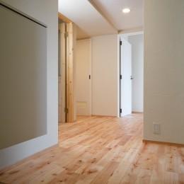 日の当たる広く開放的なリビングが自慢の家 (玄関)