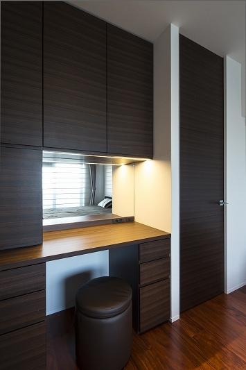 明るくて高級感溢れるラグジュアリーな空間(リノベーション)の写真 書斎