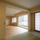 日の当たる広く開放的なリビングが自慢の家の写真 和室