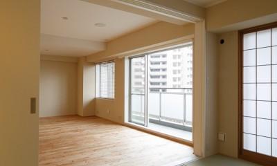 日の当たる広く開放的なリビングが自慢の家 (和室)