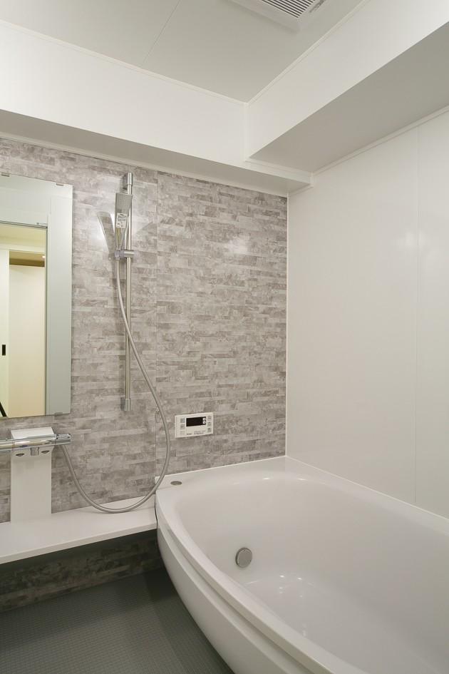 バス/トイレ事例:浴室(日の当たる広く開放的なリビングが自慢の家)