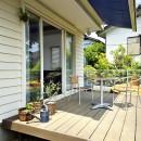 四季を愉しむロハスな家の写真 ウッドデッキのある暮らし