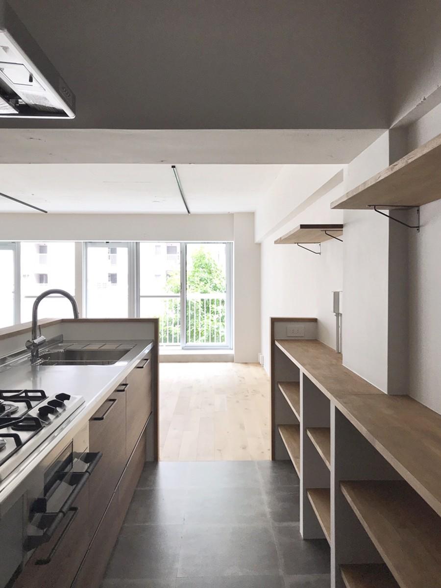 キッチン事例:キッチン(ワークスペースがあるナチュラルの開放的な空間)