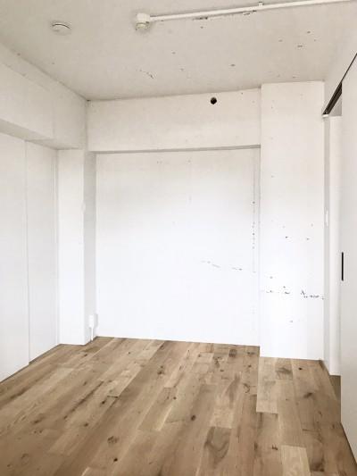ベッドルーム (ワークスペースがあるナチュラルの開放的な空間)