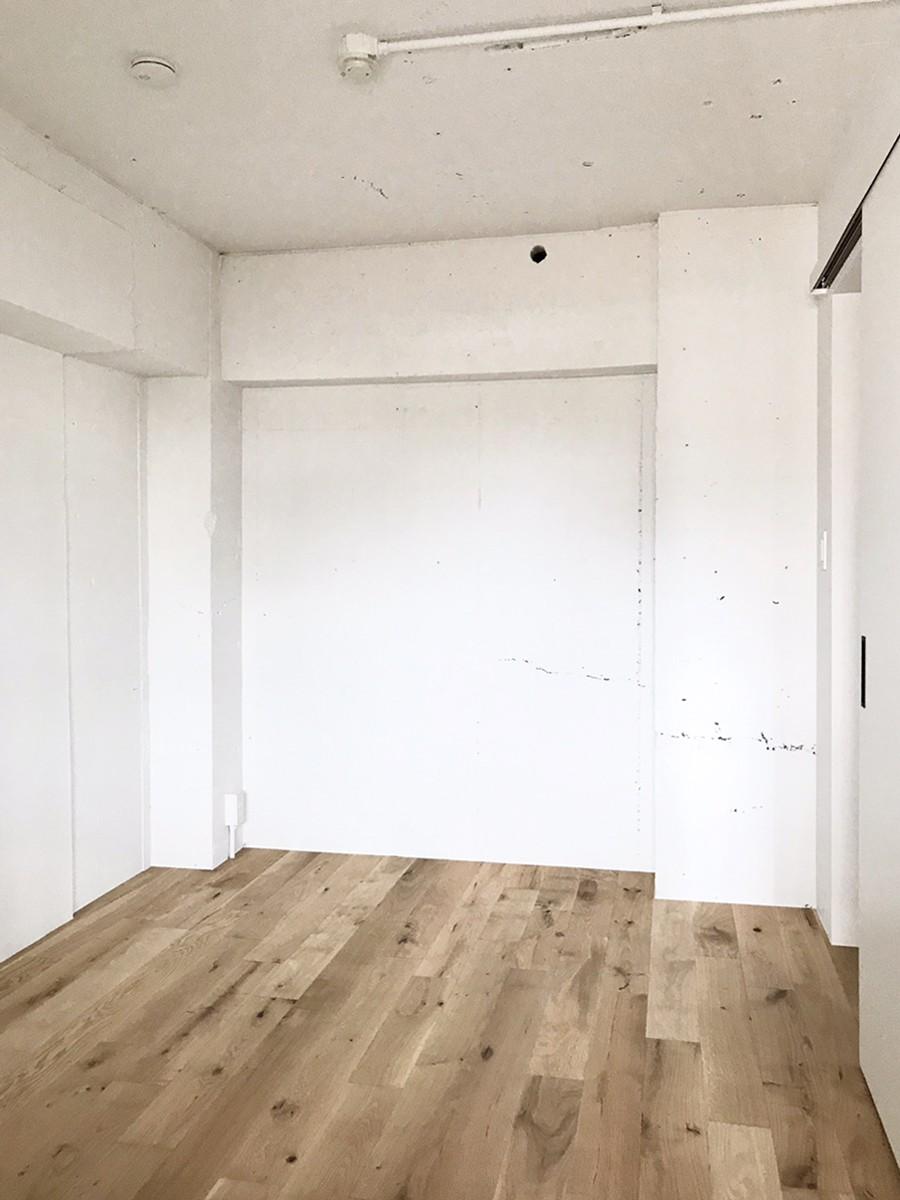 ワークスペースがあるナチュラルの開放的な空間 (ベッドルーム)