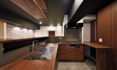 キッチン 小上がりのある和モダンスタイルリノベーション