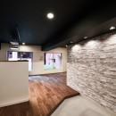 小上がりのある和モダンスタイルリノベーションの写真 玄関