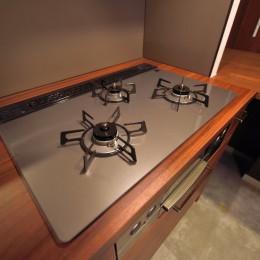 小上がりのある和モダンスタイルリノベーション (キッチン)