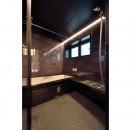 小上がりのある和モダンスタイルリノベーションの写真 浴室