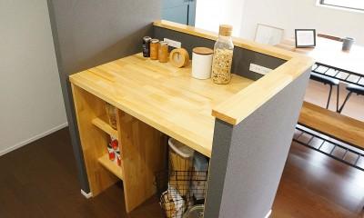 落ち着いたカラーで楽しむリノベーション (キッチン 造作カウンター)