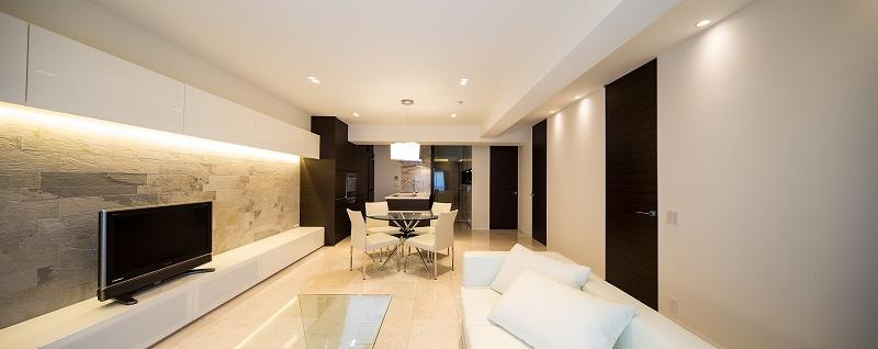 明るくて高級感溢れるラグジュアリーな空間(リノベーション)の部屋 リビング1