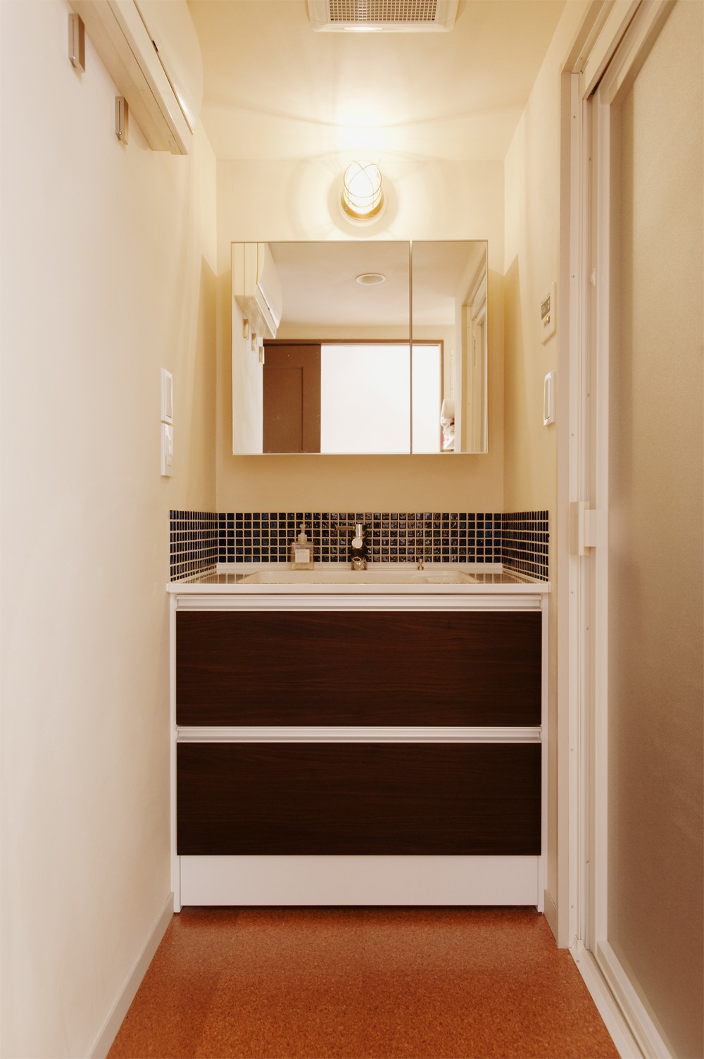 バス/トイレ事例:洗面(N様邸_2人で塗った壁のアクセントカラー)