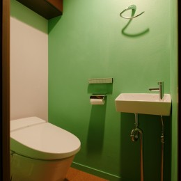 N様邸_2人で塗った壁のアクセントカラー (トイレ)