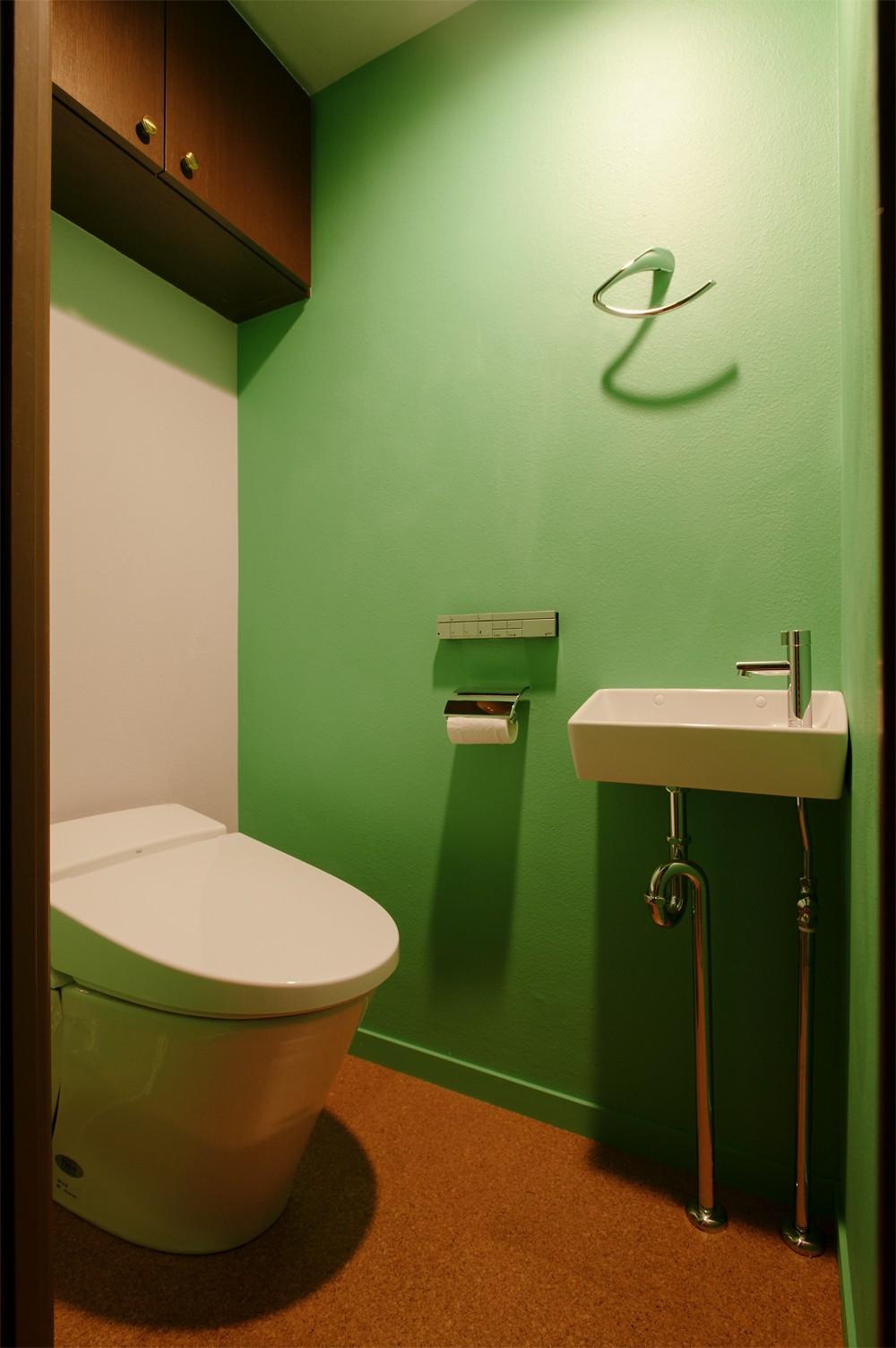 バス/トイレ事例:トイレ(N様邸_2人で塗った壁のアクセントカラー)