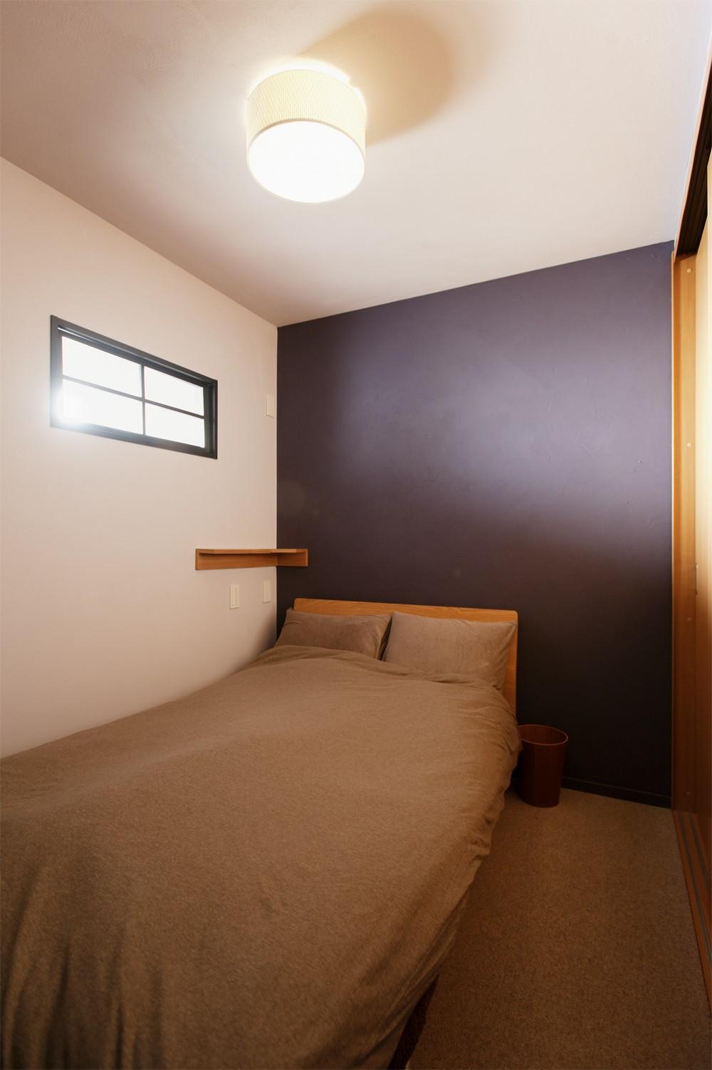 ベッドルーム事例:寝室(N様邸_2人で塗った壁のアクセントカラー)