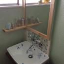 畳の小上がりのある暮らしの写真 造作洗面スペース