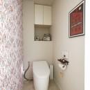 ネコと日向ぼっこの写真 お気に入りのクロスを貼ったトイレ