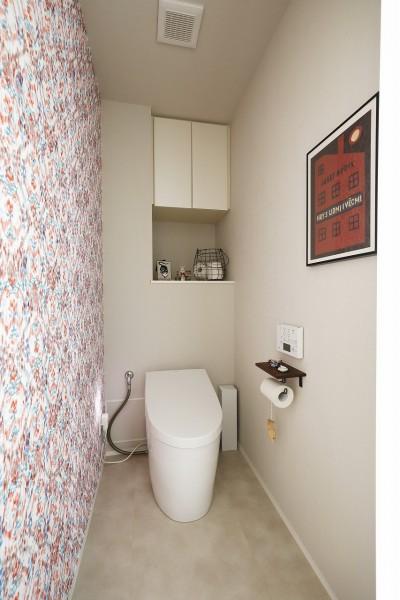 お気に入りのクロスを貼ったトイレ (ネコと日向ぼっこ)
